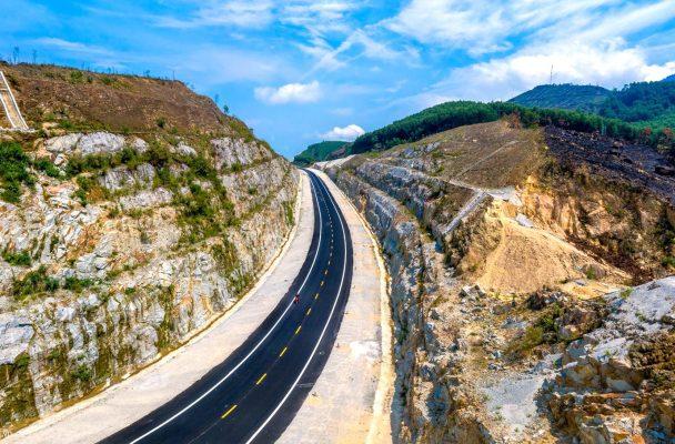 Đây là tuyến đường nằm trong dự án đường Hồ Chí Minh, có điểm đầu tại ngã ba La Sơn (huyện Phú Lộc, tỉnh Thừa Thiên Huế) và kết thúc tại nút giao Túy Loan (huyện Hòa Vang, TP Đà Nẵng).