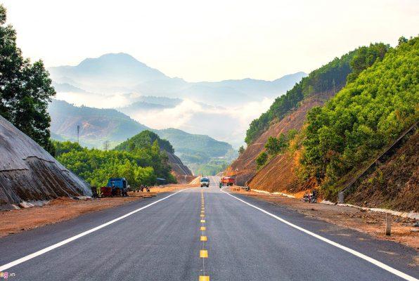 Dự án có quy mô nền đường cao tốc với 4 làn xe, chiều rộng 23 - 24 m, trong đó bao gồm 2 làn xe cơ giới, 2 làn dừng đỗ khẩn cấp để đảm bảo phương tiện giao thông chạy với tốc độ 60 đến 80 km/h.