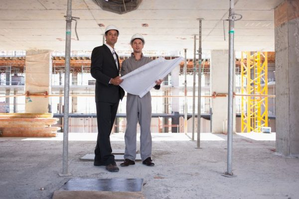 Bạn hãy ưu tiên những Kỹ sư chuyên ngành Xây dựngđể làm nhà thầu thi công.